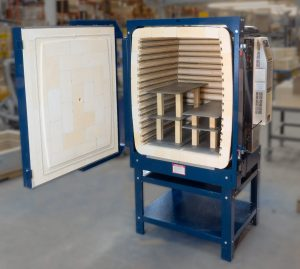 Easy fire L&L kiln with advancer kiln shelves.
